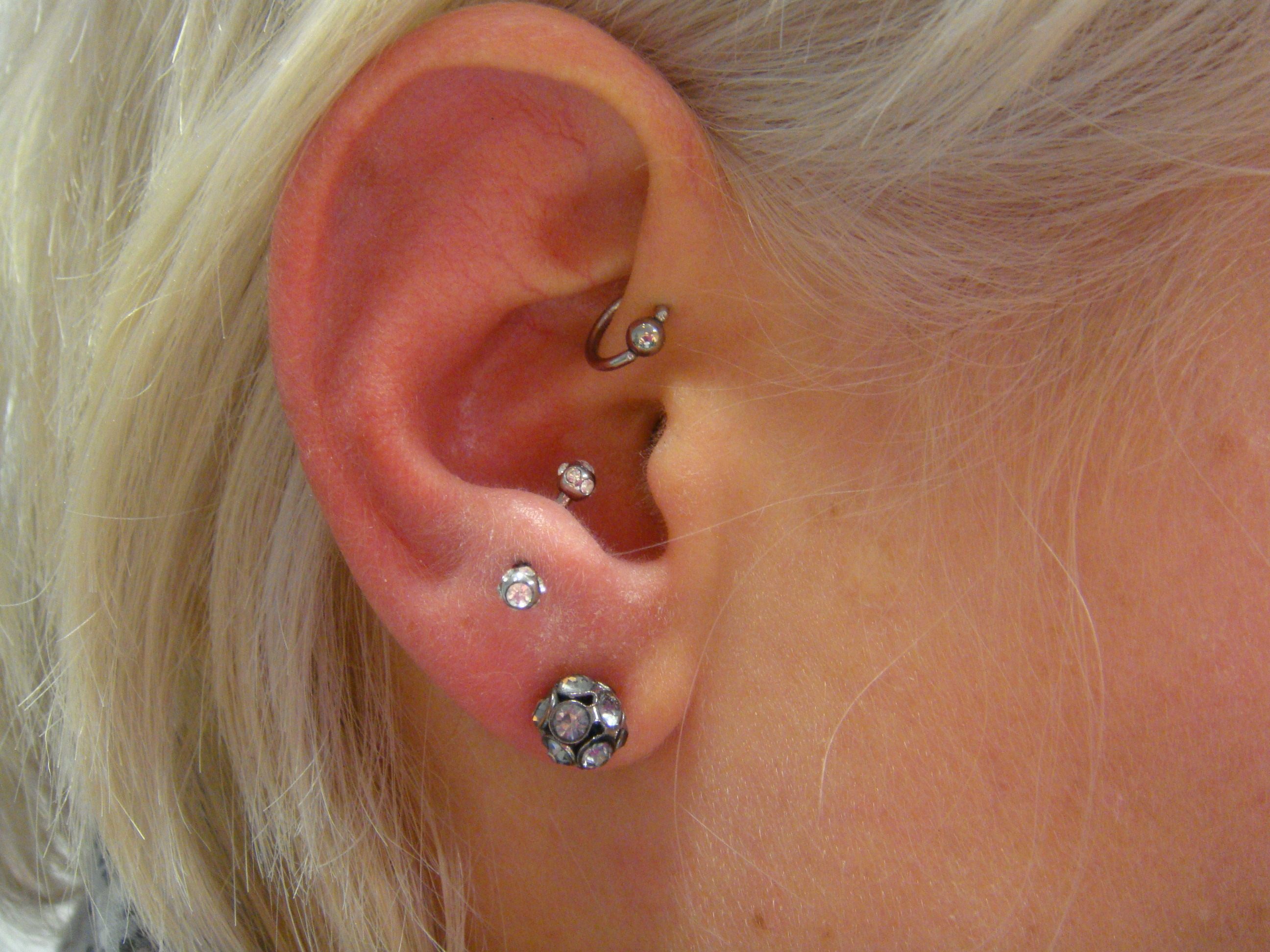 Piercing; Ohr; Antitragus; Forward Helix