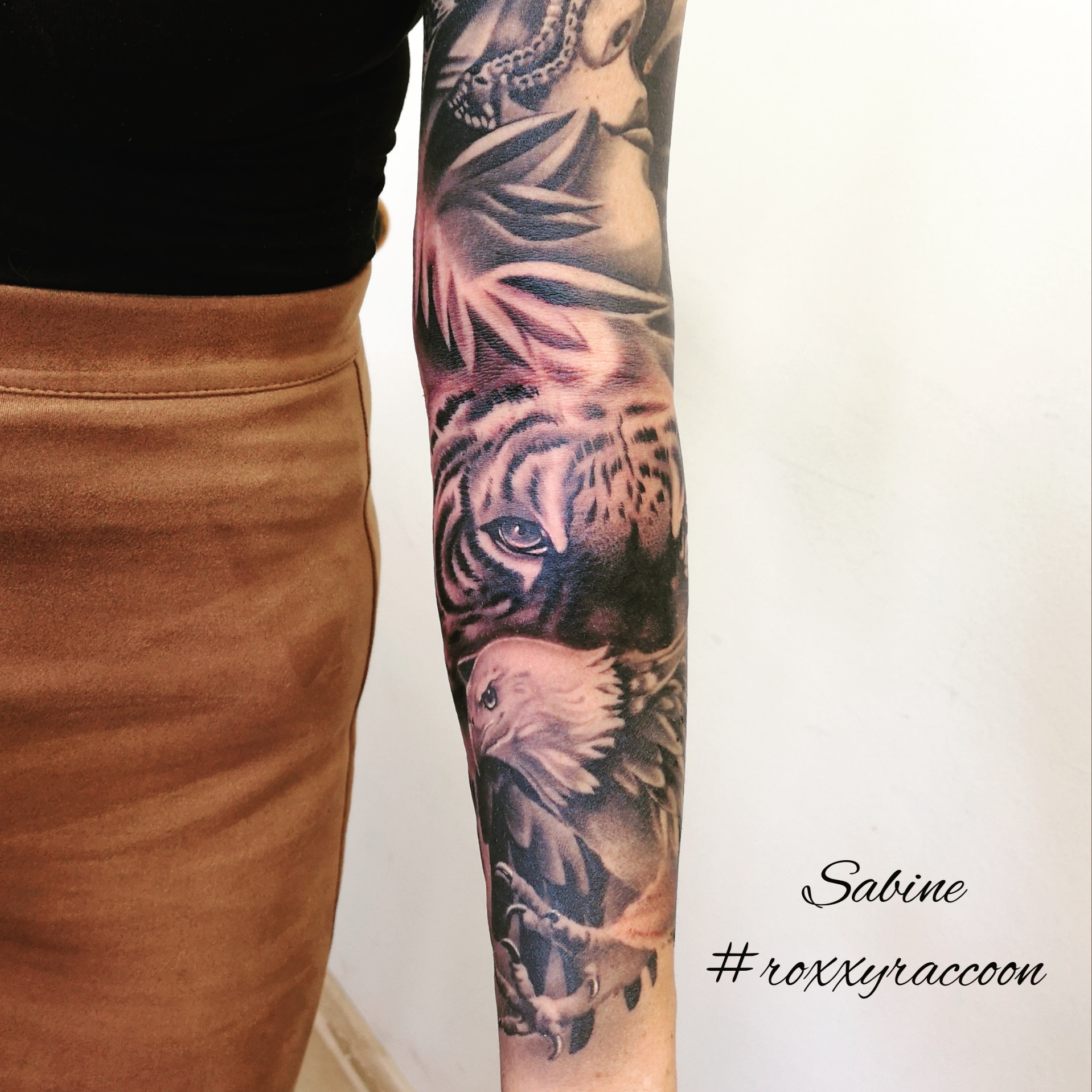 tiger-adler-maske-tattoo-arm